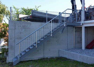Wangentreppe verzinkt mit einseitigem Geländer