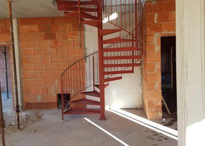 Wendeltreppe im Haus - Ausführung grundiert
